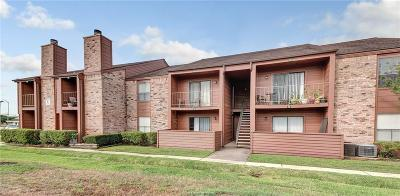 College Station Condo/Townhouse For Sale: 904 University Oaks #76