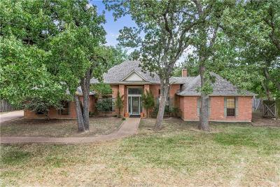 College Station Single Family Home For Sale: 704 Dover Drive