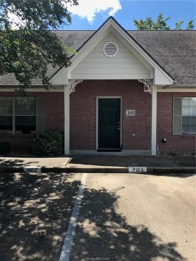 College Station Condo/Townhouse For Sale: 1702 Deacon Drive #203