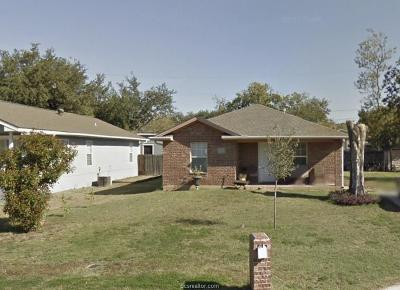 College Station Single Family Home For Sale: 909 Montclair
