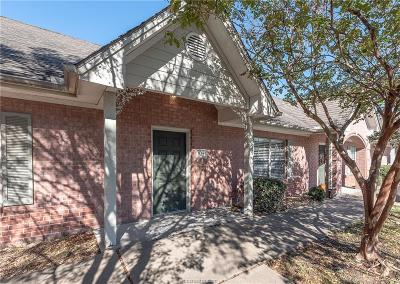College Station Condo/Townhouse For Sale: 1702 Deacon Drive #105