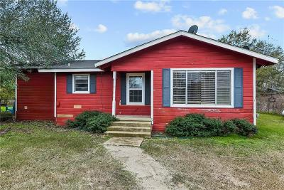 Single Family Home For Sale: 210 Plum