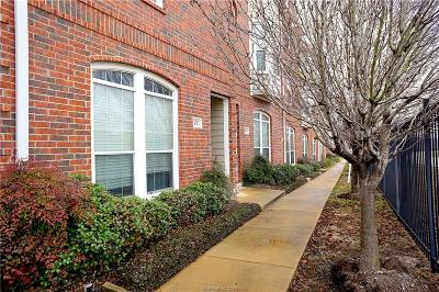 Condo/Townhouse For Sale: 305 Holleman #201