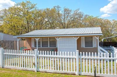 Burleson County Single Family Home For Sale: 202 Red Oak Street