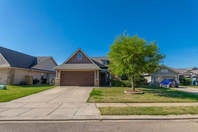 College Station Single Family Home For Sale: 3903 Pawnee Court