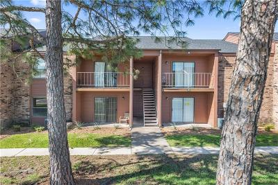 College Station Condo/Townhouse For Sale: 904 University Oaks #61