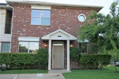 College Station Condo/Townhouse For Sale: 200 Forest Drive