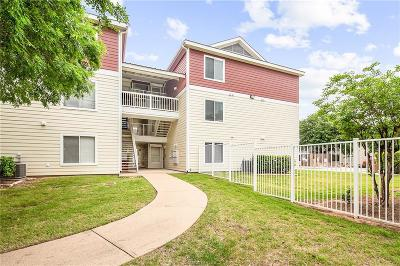 College Station Condo/Townhouse For Sale: 527 Southwest Parkway #104