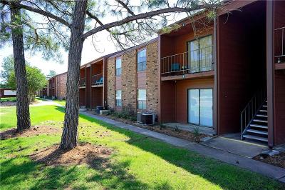 College Station Condo/Townhouse For Sale: 904 University Oaks #5