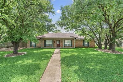 College Station Single Family Home For Sale: 1102 Guadalupe Drive