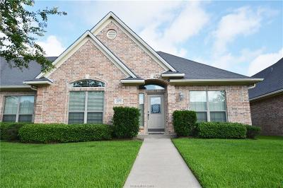 College Station Condo/Townhouse For Sale: 207 Hartford Drive