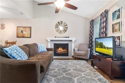 College Station Condo/Townhouse For Sale: 1501 Stallings Drive #77