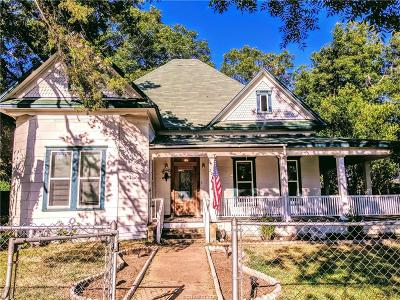 Robertson County Single Family Home For Sale: 207 North Calvert Street