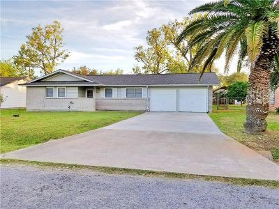 Single Family Home For Sale: 301 Juniper Dr