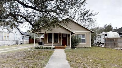 Kingsville Single Family Home For Sale: 415 E Huisache Ave