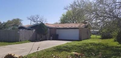 Single Family Home For Sale: 305 Oak Ridge Dr