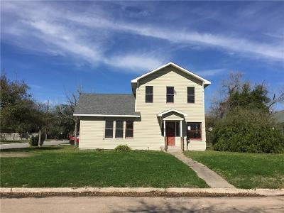 Kingsville Single Family Home For Sale: 630 W Yoakum Ave