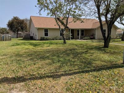 Single Family Home For Sale: 1617 Dove