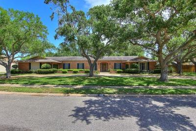 Single Family Home For Sale: 217 Cape Aron Dr