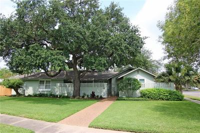 Single Family Home For Sale: 438 Delaine Dr