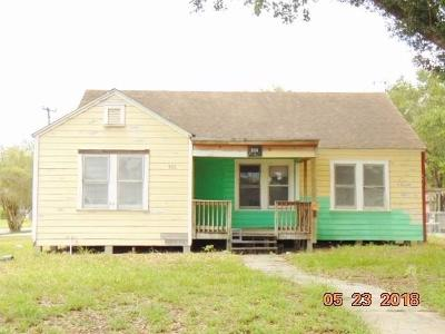 Kingsville Single Family Home For Sale: 820 W Lee Ave