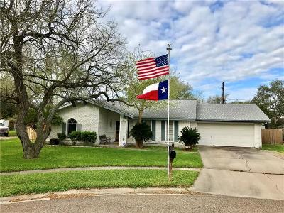 Kingsville Single Family Home For Sale: 1730 Lawndale Dr