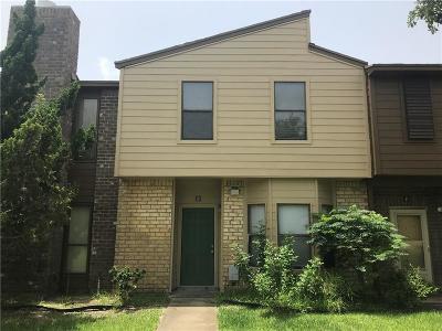 Condo/Townhouse For Sale: 2705 Saint Joseph #D