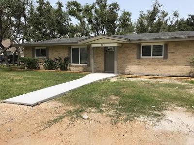 Rockport Single Family Home For Sale: 200 Cenizo St