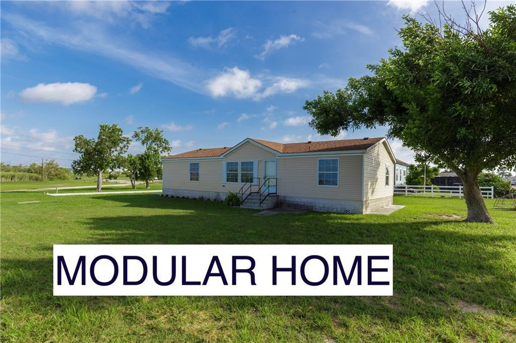 Wondrous 4 Bed 2 Baths Home In Aransas Pass For 155 900 Home Interior And Landscaping Ologienasavecom
