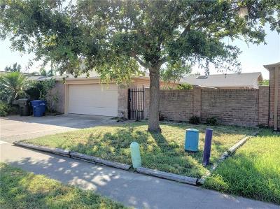 Corpus Christi Single Family Home For Sale: 838 Oriole St