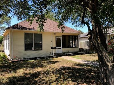Kingsville Single Family Home For Sale: 325 E Doddridge Ave