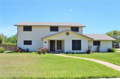 Kingsville Single Family Home For Sale: 102 University Blvd