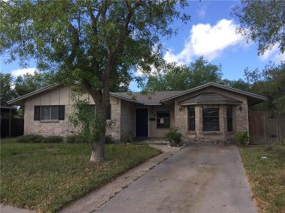 Kingsville Single Family Home For Sale: 249 Candlewood St