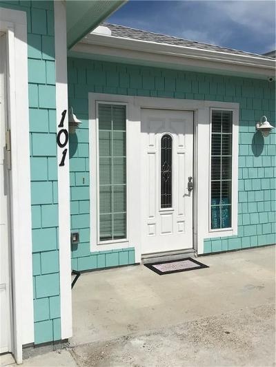 Port Aransas Condo/Townhouse For Sale: 699 Morgan Circle Circ #102