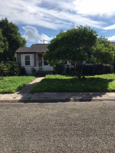 Single Family Home For Sale: 4413 N Cornelia
