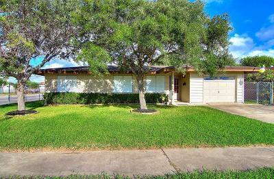 Corpus Christi Single Family Home For Sale: 1241 Woodlawn Dr