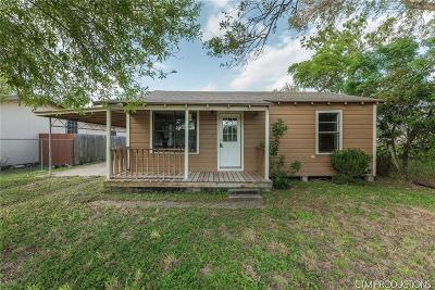 Kingsville Single Family Home For Sale: 1240 E Nettie Ave