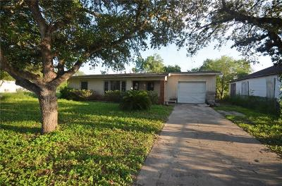 Kingsville Single Family Home For Sale: 425 W Fordyce Ave