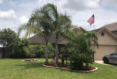 Kingsville Single Family Home For Sale: 2002 Margaret