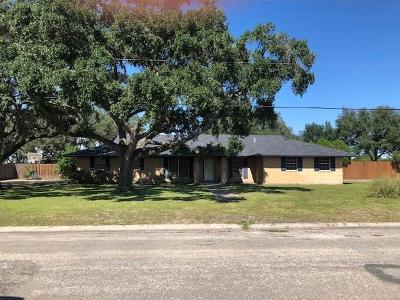 Kingsville Single Family Home For Sale: 714 E Trant