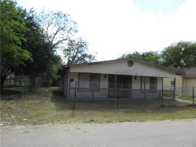 Robstown Single Family Home For Sale: 402 W Avenue F