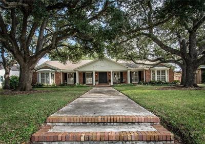 Corpus Christi Single Family Home For Sale: 117 Amistad St