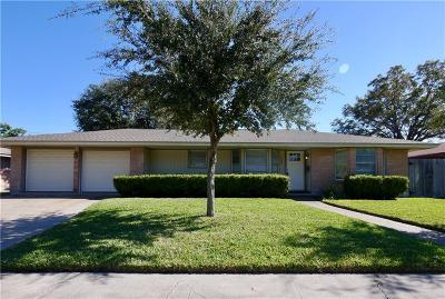 Corpus Christi Single Family Home For Sale: 4438 Dolphin Pl