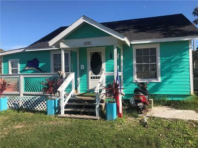 Aransas Pass Single Family Home For Sale: 845 N Commercial St