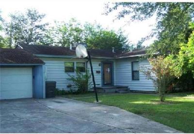 Corpus Christi Single Family Home For Sale: 122 E Vanderbilt Dr