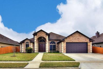 Corpus Christi Single Family Home For Sale: 7510 East Lake Dr