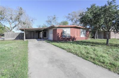 Kingsville Single Family Home For Sale: 1502 E Huisache Ave