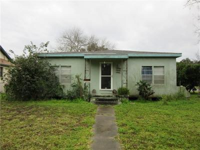 Kingsville Single Family Home For Sale: 819 W Alice Ave