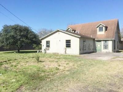 Kingsville Single Family Home For Sale: 1742 E Avenue F