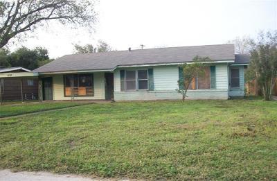 Kingsville Single Family Home For Sale: 630 Alexander Ave
